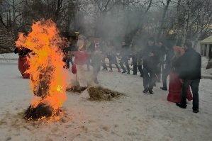 Сжигаем чучело Масленицы