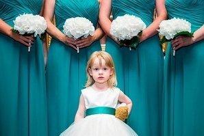 Юная гостья свадьбы