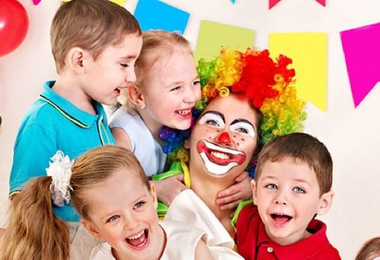 Клоунесса у детей от КГрупп