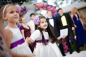 Юные леди на свадьбе