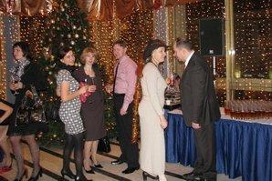 Гости в фойе перед началом праздника