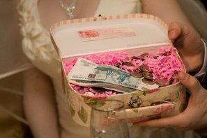 Деньги в красивой  коробке