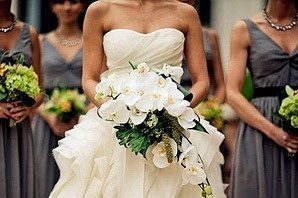 Невеста с букетом для свадьбы