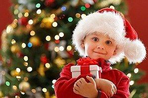 Малыш с подарком