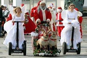 Санта Клаус со свитой