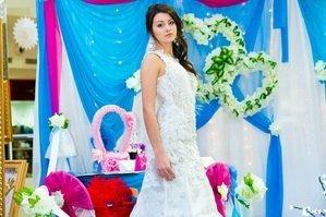 Свадебное платье на девушке