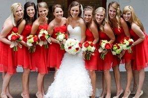 Невеста и ее подруги в красном