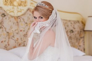 Белое платье и фата