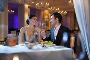 Зал ресторана для двоих