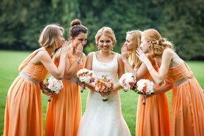 В оранжевом цвете
