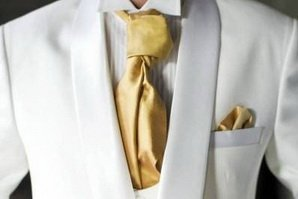 Галстук и платок цвета золота